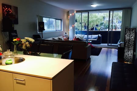 Double room with own bathroom close to CBD - Zetland - 公寓