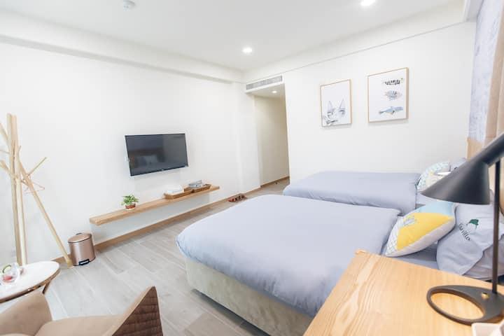 Kiwi-302-距市區5分鐘|雙床標準房|獨立衛浴|美味早餐|巨大公共空間|巨屏投影