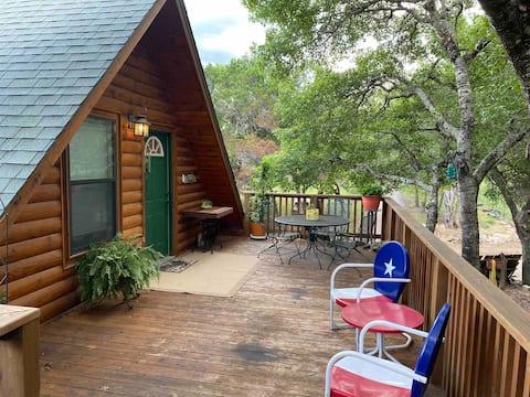 Canyon Lake Log Cabin Treehouse w/Hot Tub