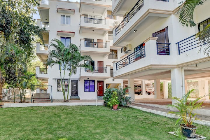 Cosy 2 BHK with a pool /70985