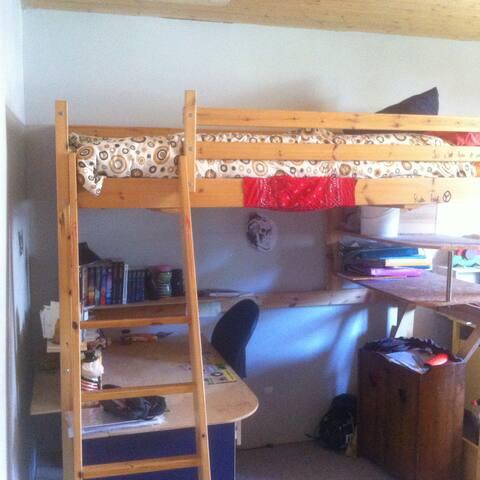 chambre 2 lit 1 place 90 cm mezzanine