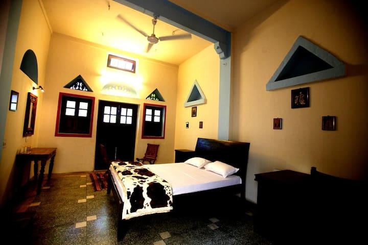 Charming Deluxe Room in a Heritage Haveli