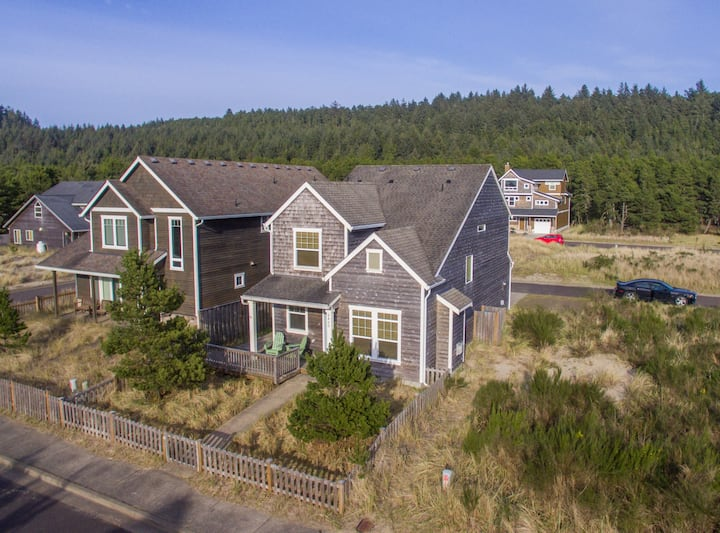 Shoreham Cottage #111 - Lovely, newer 4 bedroom cottage near beach in Pacific CIty