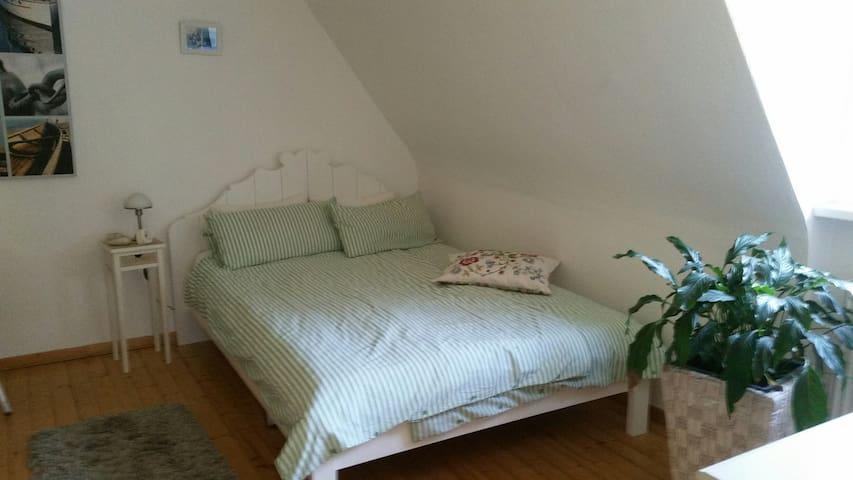 Ein Doppelzimmer in der ob. Etage mit eigenem Bad - Melsungen - House