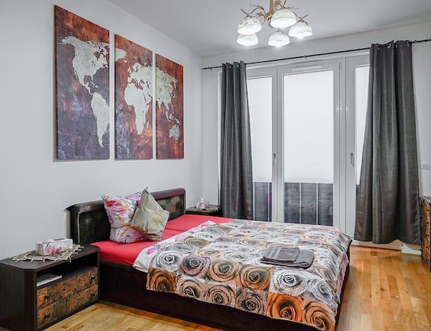 Cooles Zimmer in braun (20m2) in der Mitte Berlins