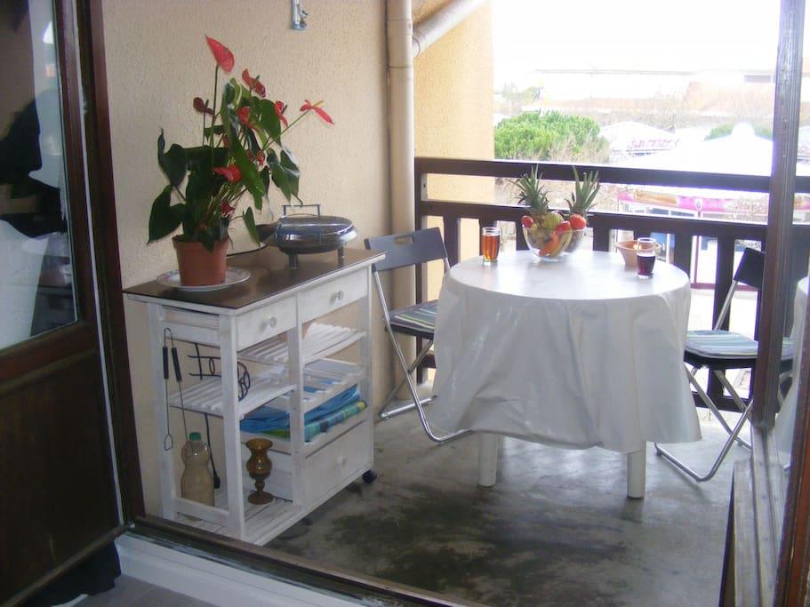 Loggia avec barbecue et plancha