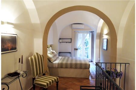 NEAPOLIS Cozy  Apartment 2 floors  HISTORIC CENTER - Napoli - Departamento