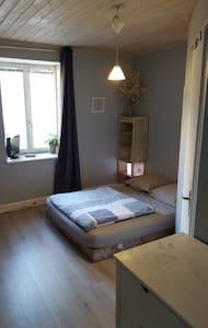 Chambre privée à louer - Ornans - Haus