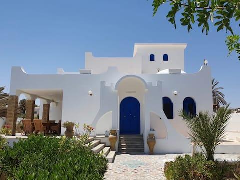 Villa traditionnelle au bord de la Méditerranée !