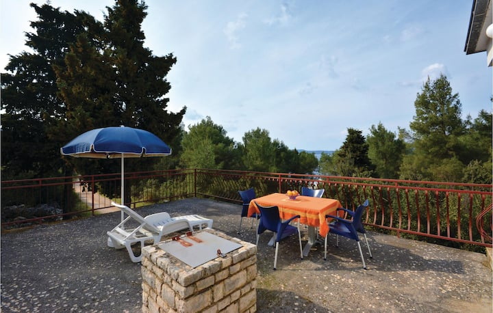 Beautiful home in Stari Grad with WiFi and 3 Bedrooms