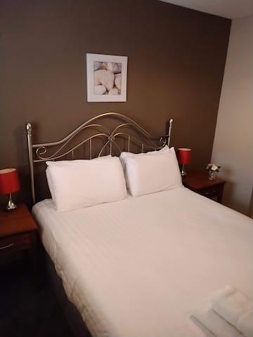 King-size double bedroom