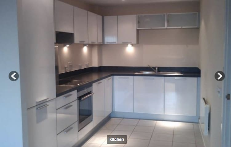 Lovely 1 bed flat on Piccadilly & Central line - Lapis Close - Lägenhet