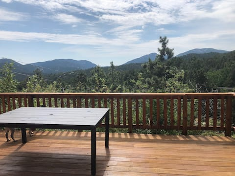 NEW! Pet Friendly Mountain House- Close to Boulder