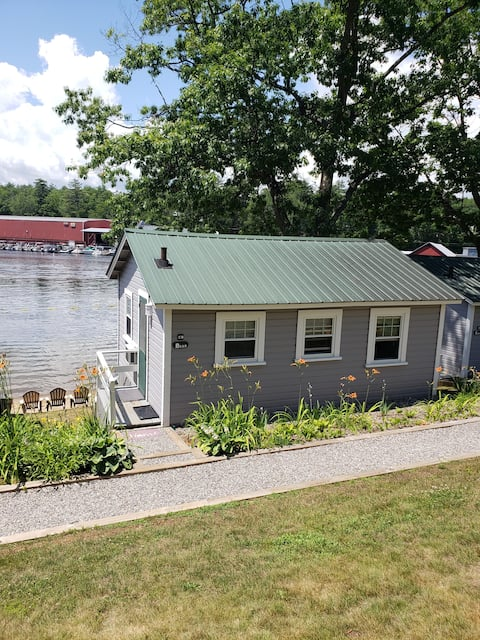 Lakefront Cottage on Beautiful Lake Winnipesaukee
