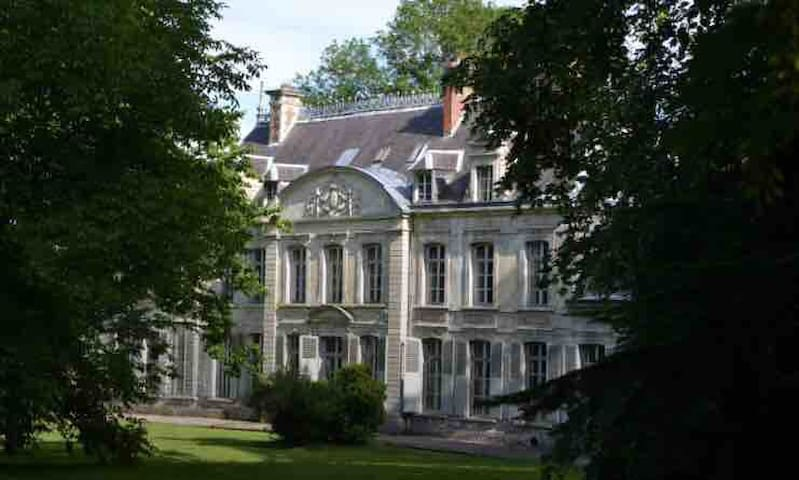 Chateau de Contay, a WW1 Commonwealth Residence