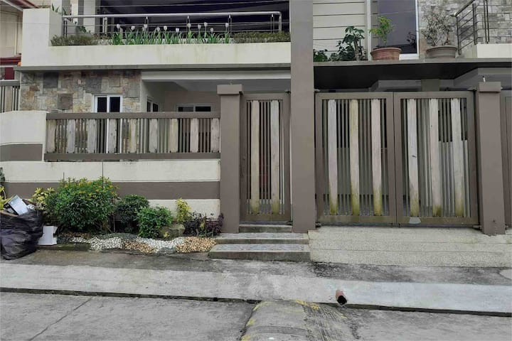 Entire HOME 2BR clean+spacious at Tagaytay center