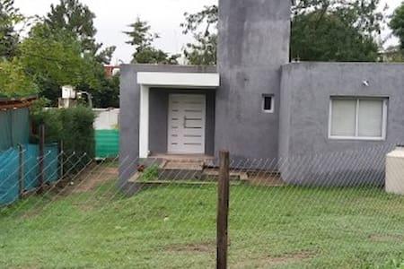 Casa en sierras de cordoba con piscina - Salsipuedes - Huis