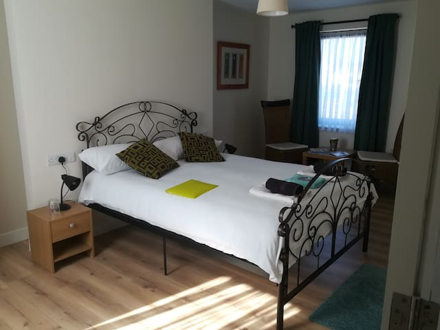 Town centre location in quiet area Room 4