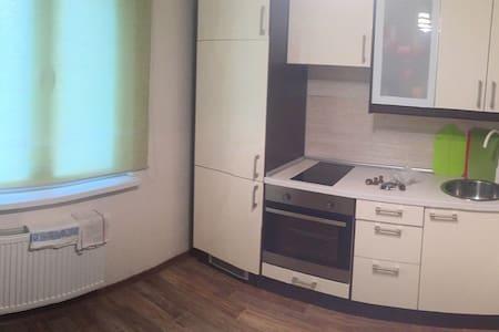 Уютная 1к-квартира рядом с метро - Apartemen