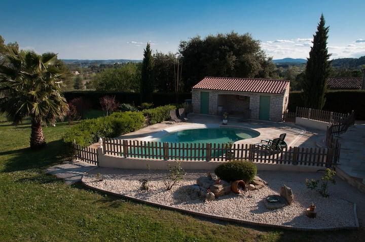 Villa des Alex 10p, climatisée, avec piscine