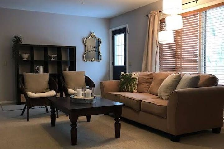 Eagle's Nest  - 3BR private apt  minutes from town