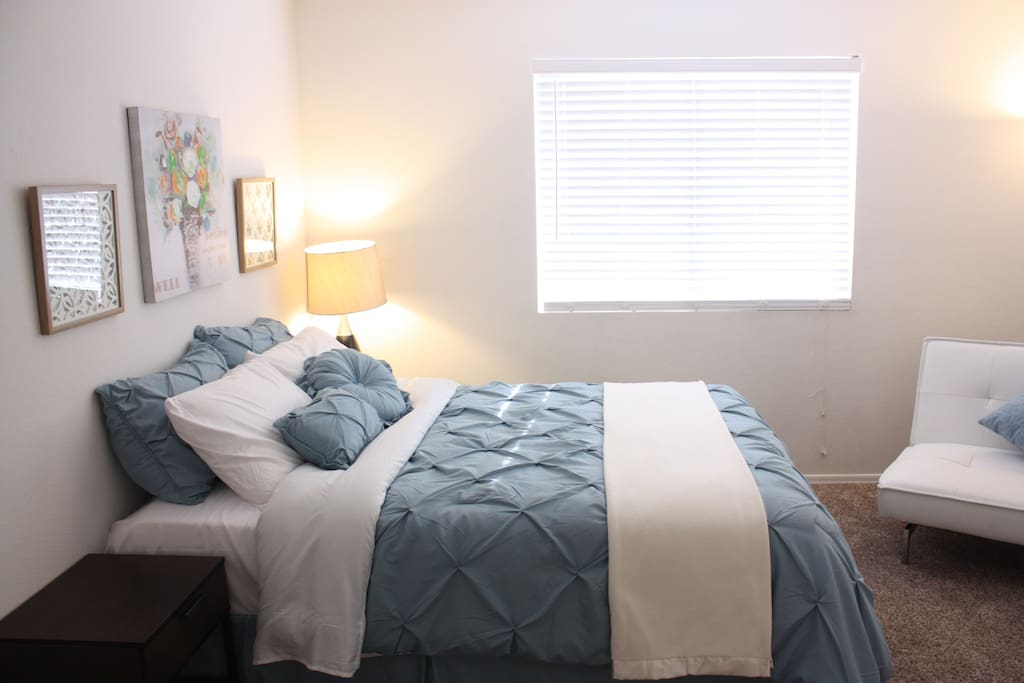 Room Q [Queen Bed Room]