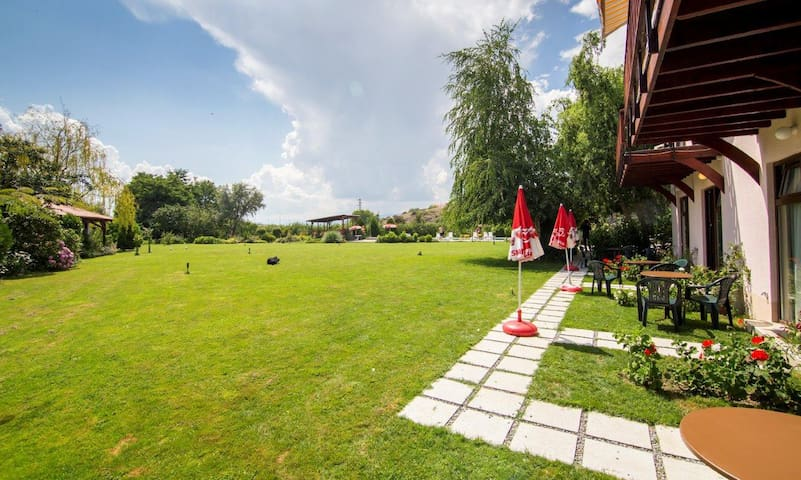 Oaza Inn - Studio Apartment with Patio - Ohrid - Apartemen