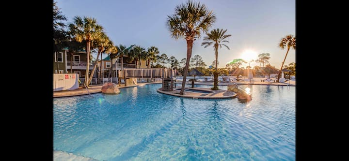2BR 2.5 BA Home at Purple Parrot Resort/ Tiki Bar