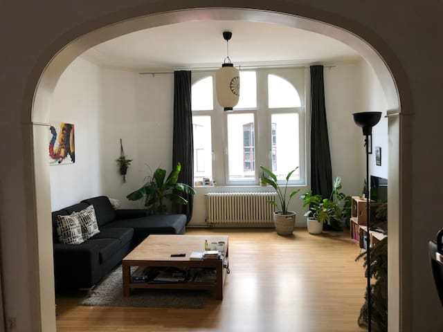 Spacious apartment in trendy neighborhood (Zuid)