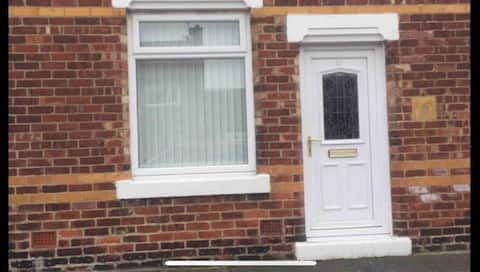 Cosy 2 bedroomed house sleeps up to 5