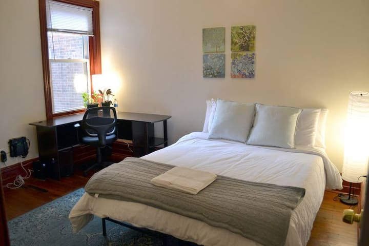 Comfy Room in University City- 4 Blocks to UPenn!