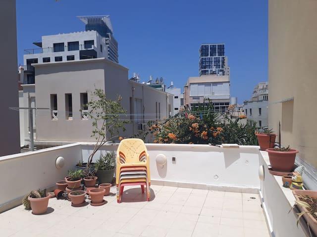 Gorgeous Apt | Kerem Hatemanim | 2Bdr | Rooftop