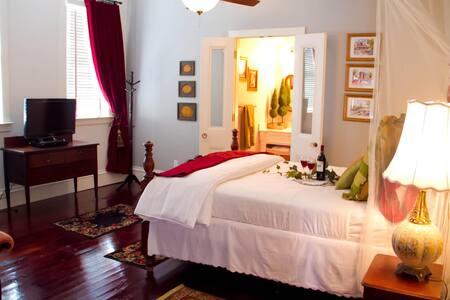 Old Savannah - Grand Magnolia Suites
