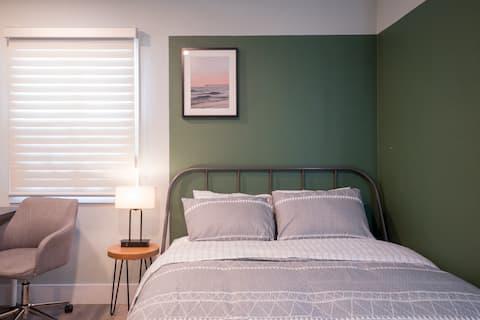 Remodeled-Private Cozy Suite, Bath, Kitchenette