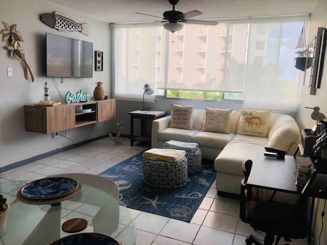 Beach Vibe Apartment in Isla Verde. OCEAN VIEW!