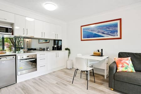 Quiet Beachside Escape - Main Beach - Gold Coast