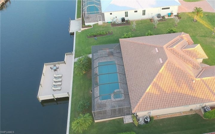Dreamvilla in SW Cape Coral with pool&spa on canal