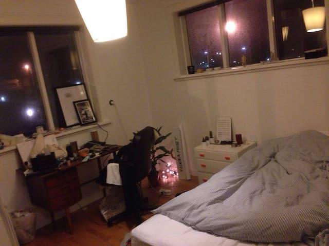 Bedroom in perfect location- 101 Reykjavík! - Reykjavík - Apartment