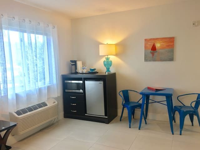 Suite 111 dining area