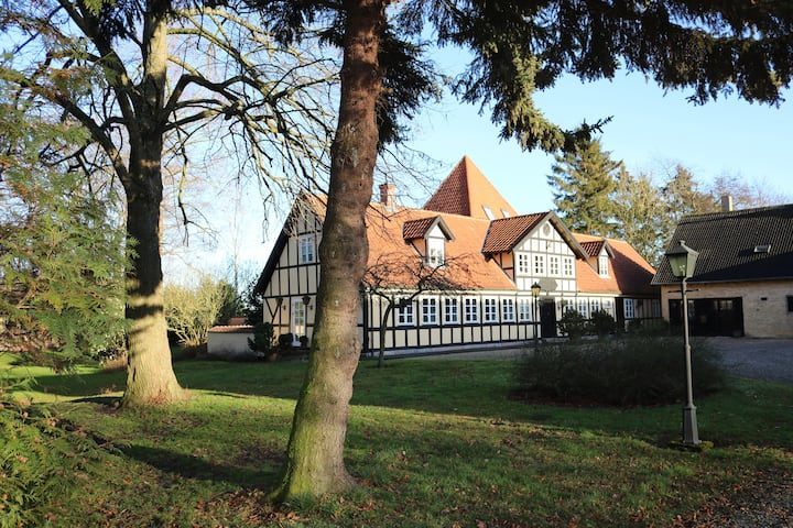 Smuk og arkitektonisk gård i skønne Kerteminde