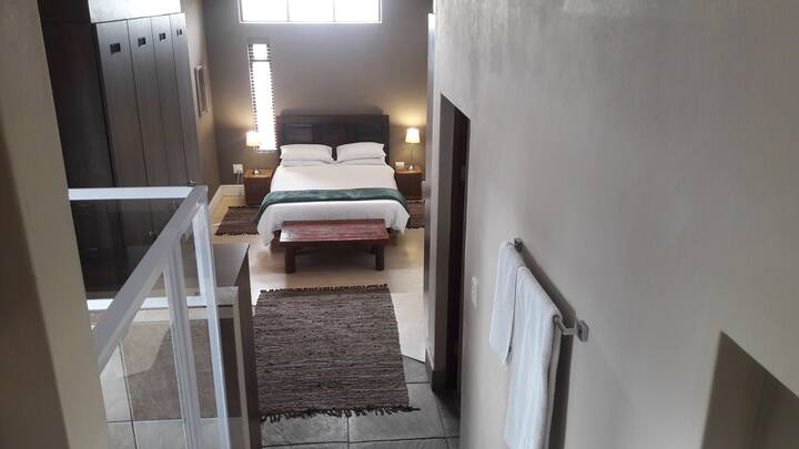 Private room, own ensuite bathroom, 5 min 2  beach