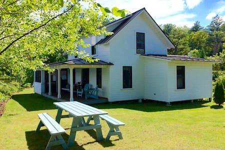Lake Fairlee Delight, 'Snug Harbor' Summer Cottage