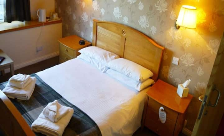 Double or Twin Standard Ensuite @Ban Car Hotel