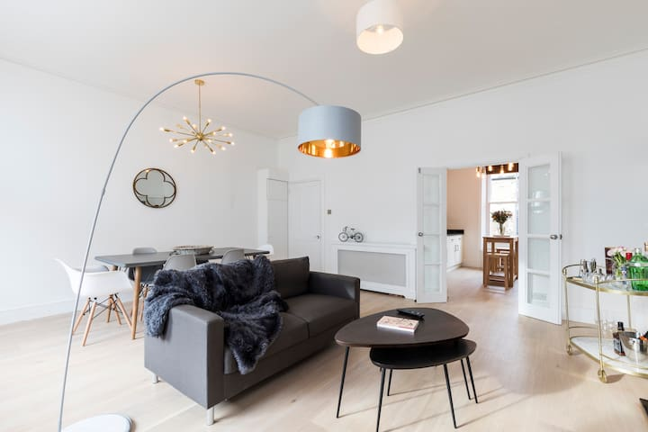 2 bed 2 bath near West Ken w/designer interiors - Londres - Apartamento