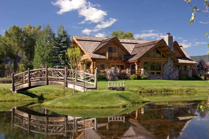 Large Log Home on 5 acres in the Animas Valley, sleeps 12