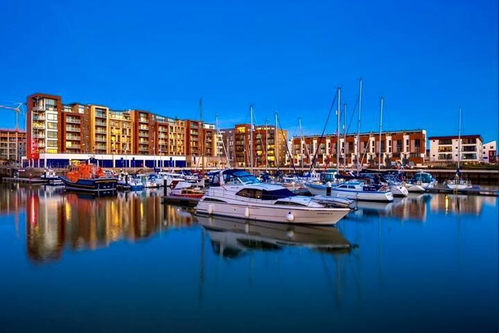 Beautiful apartment overlooking Marina