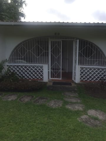 Comfy West Coast Villa Near Beach, Holetown Area