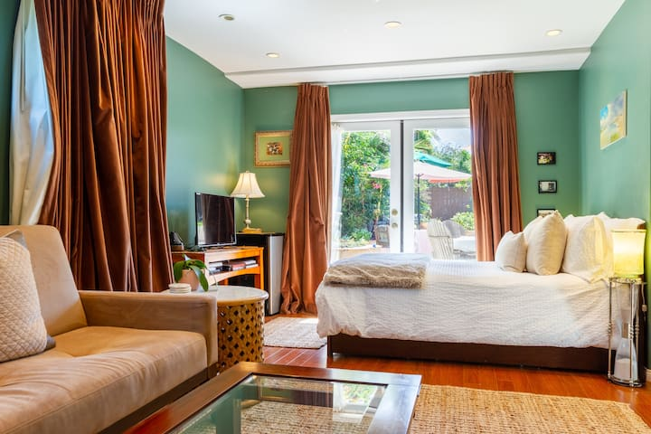 Emerald View Room w/  Ensuite Bath & Private Entry