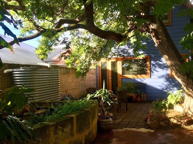 Blue House Retreat: Fremantle