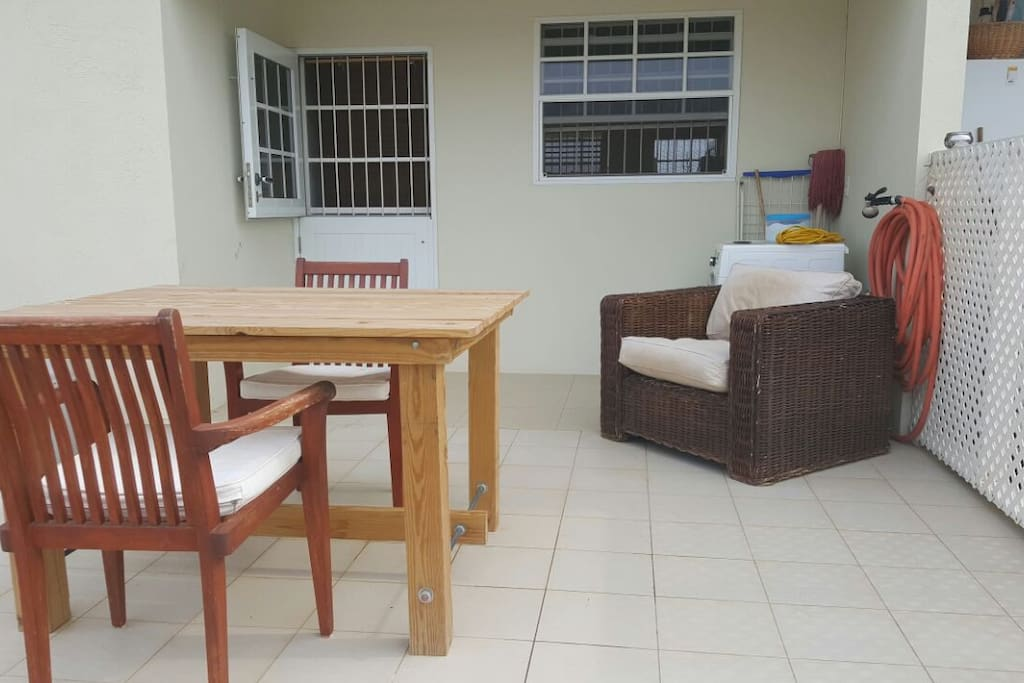 Patio with outside dining table and perfect chill chair with beautiful view ! On the patio is also a full automatic washing machine laundry rek and water hose.